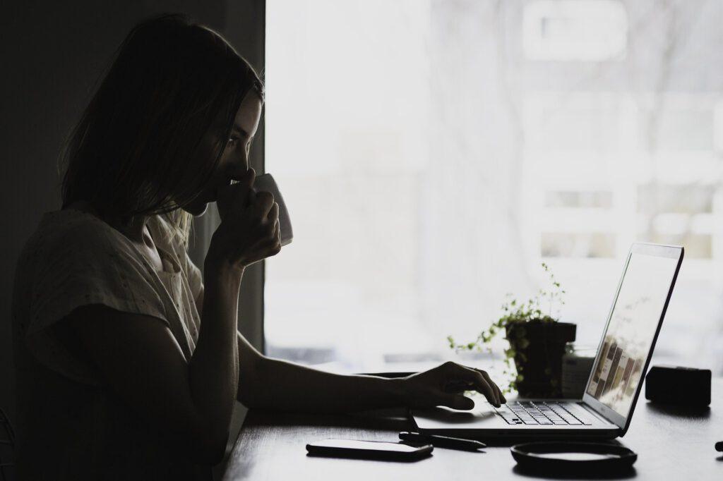 Home-Office dauerhaft: Jeder Fünfte würde Umzug erwägen
