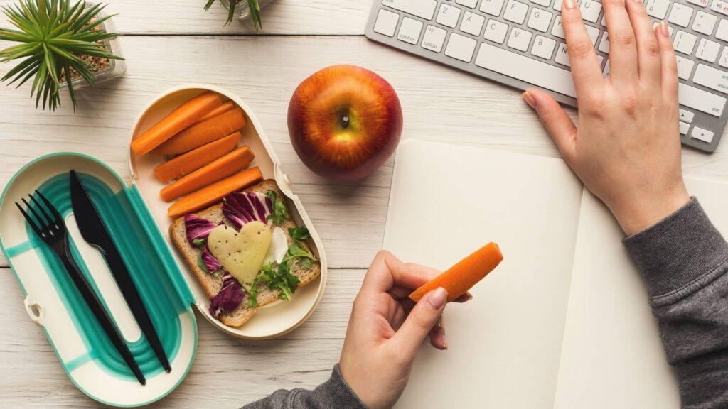 Ausgewogen ernähren im Home-Office: so geht's